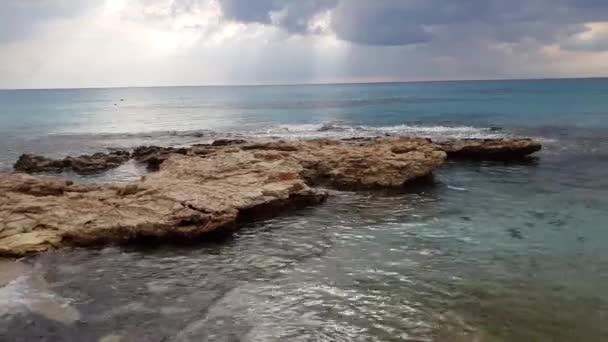 Földközi-tenger, a ciprusi sziget déli partjainál