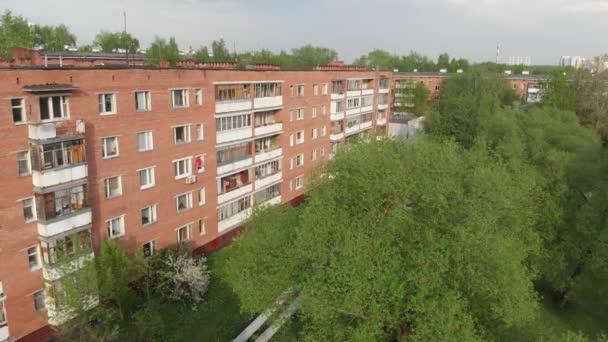 alte häuser in zelenograd in moskau, russland. Aufwärtsbewegung