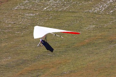 Hang glider flying in the Italian Apennines