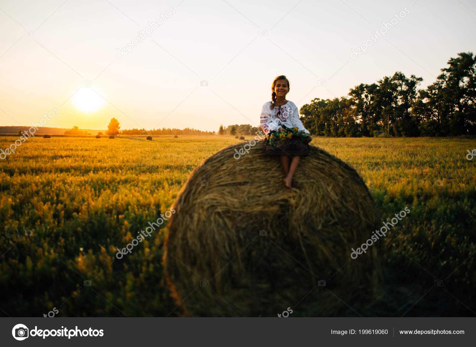 A girl in embroidered clothes in the field in the background of the setting  sun Concept of countryside lifestyle, national traditions — Photo by  bartoshd