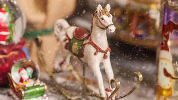 Weihnachtsdekoration Vintage-Spielzeugpony für die Adventszeit