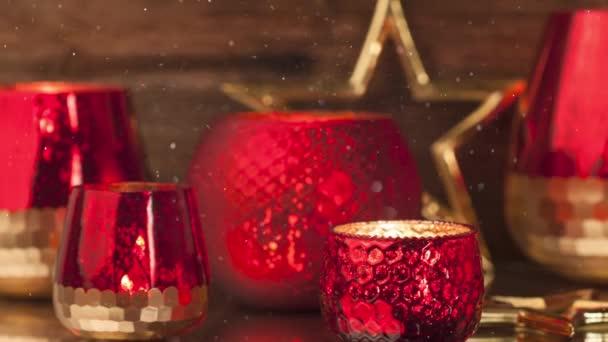Weihnachten rote Kerzendekoration für die Adventszeit