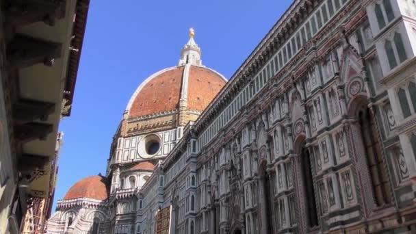 A Cattedrale di Santa Maria del Fiore (angol nyelven: Cathedral of Saint Mary of the Flower) Firenzében, Olaszországban. 4K felvétel