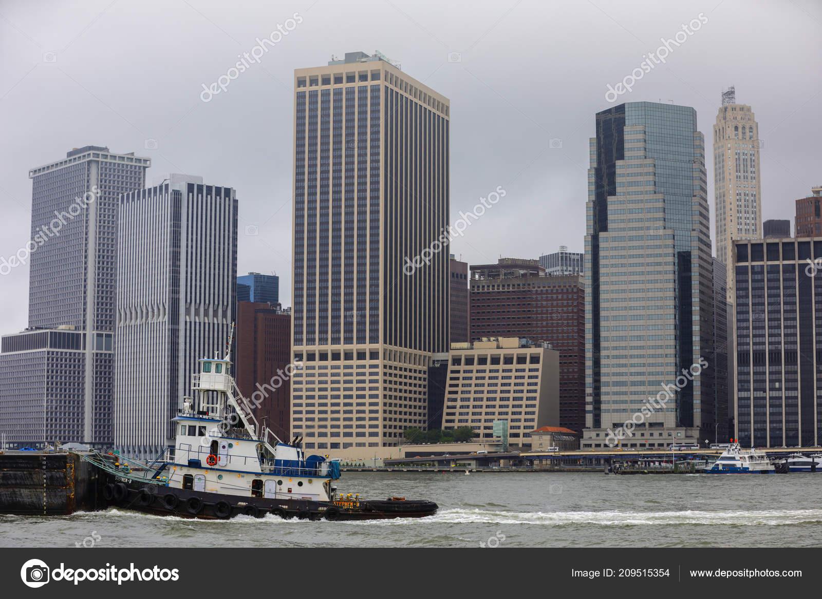 52e2f830568 New York Römorkör Ile Şehir Içinde Arka Plan Görüntü — Stok Foto ...