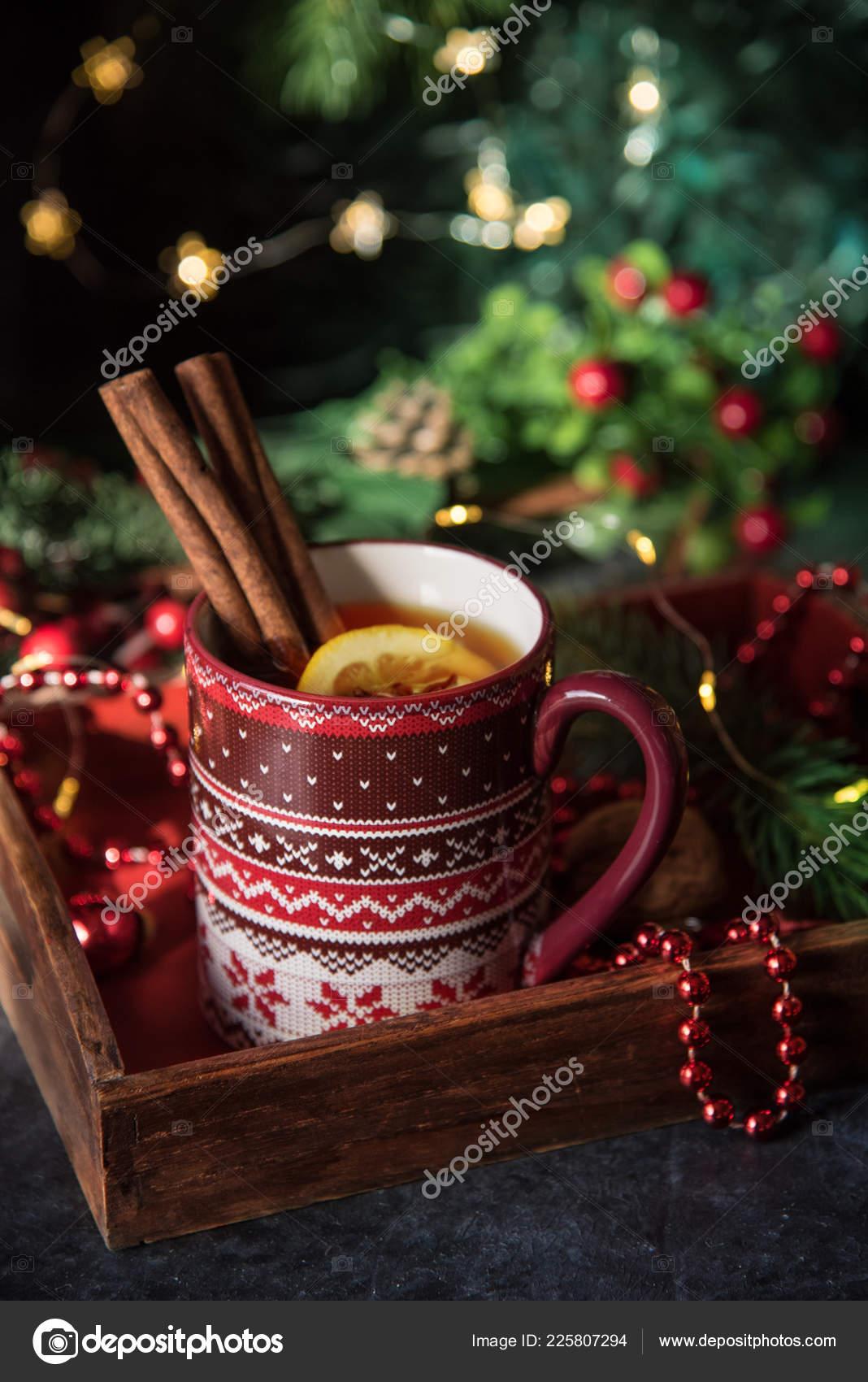 Decorazioni Natalizie Con La Cannella.Caldo Natale Con Limone Cannella Tavolo Con Decorazione