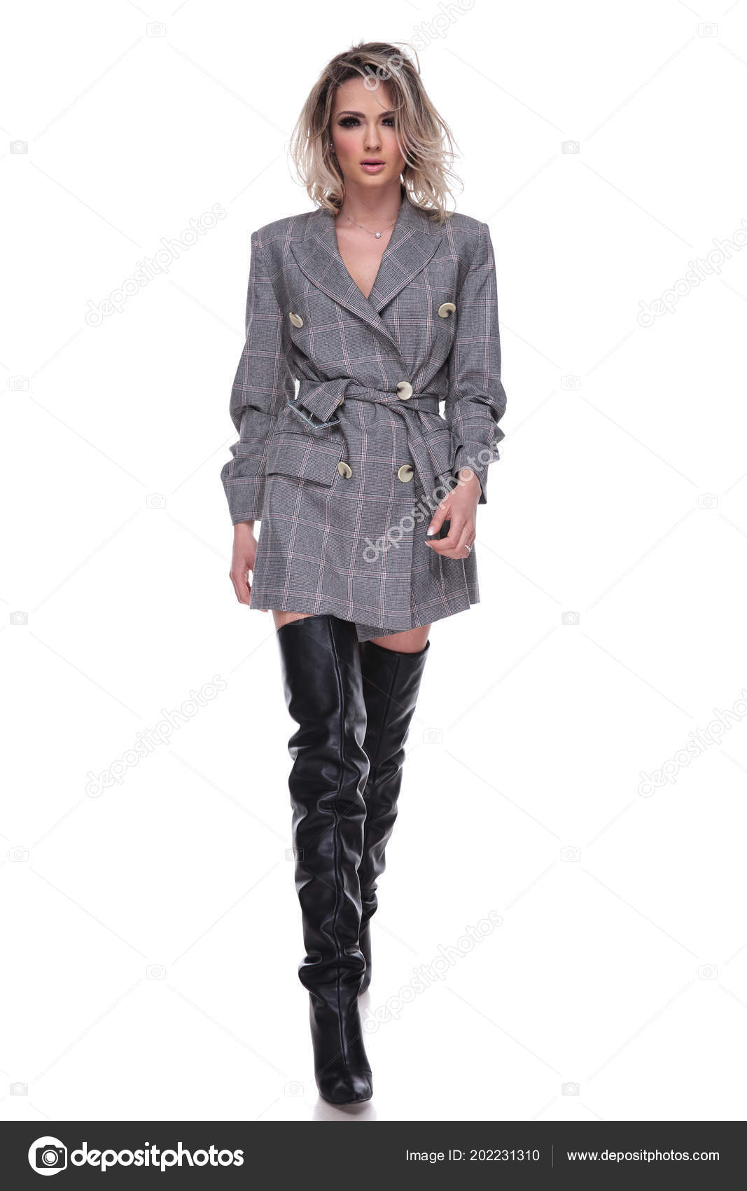 hot sale online b5742 4b308 Sinnliche Frau Mit Grauen Anzug Und Lange Schwarze Leder ...