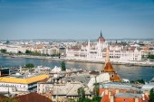 Fényképek Beautiful view of Budapest skyline and Hungarian Parliament Bulding by the Danube River