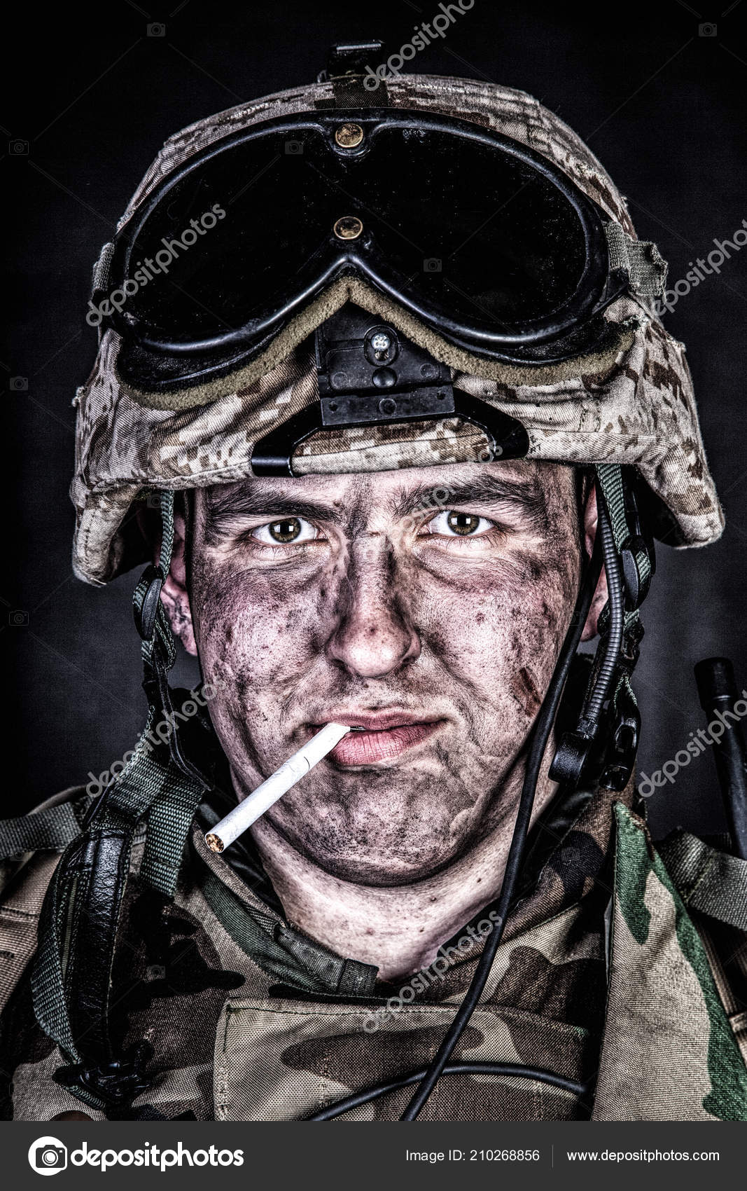 Marine in helmet with dirty face after firefight — Stock