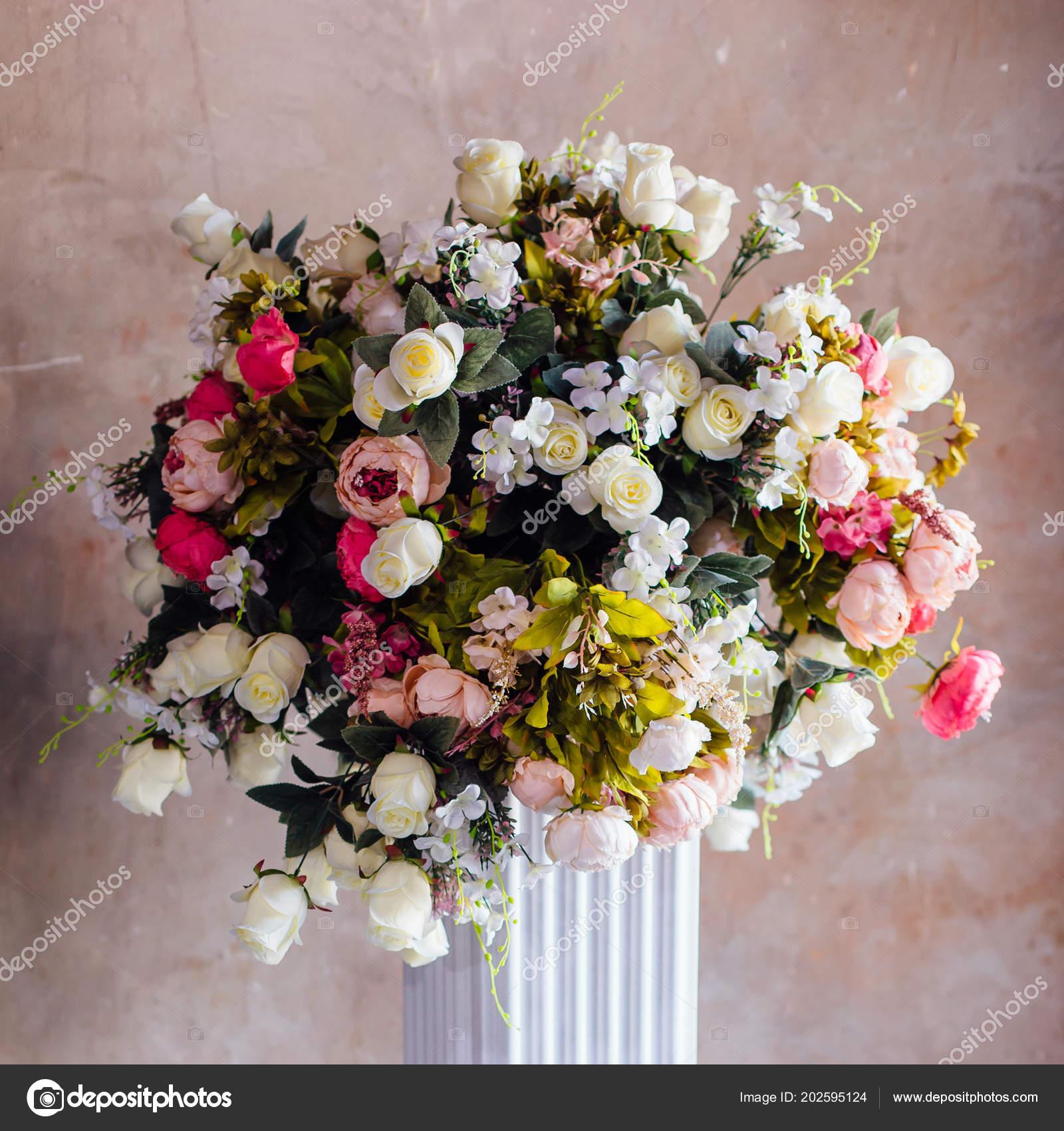 Grossen Blumenstrauss Von Verschiedenen Arten Von Kunstlichen Blumen