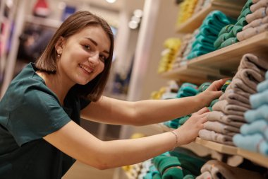 a smiling woman shopping in retail store.