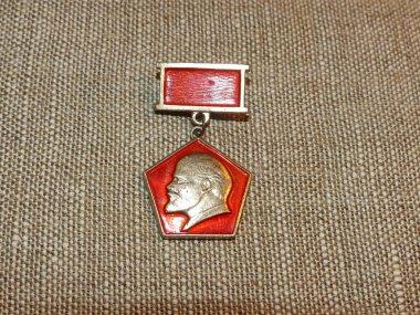 Soviet badge depicting Vladimir Ilyich Lenin (Ulyanov) from the collections