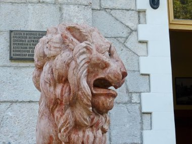 The figure of one of the lions in front of the main entrance to the Yusupov Palace, built in the style of the modernized Italian Renaissance architect P. Krasnov.