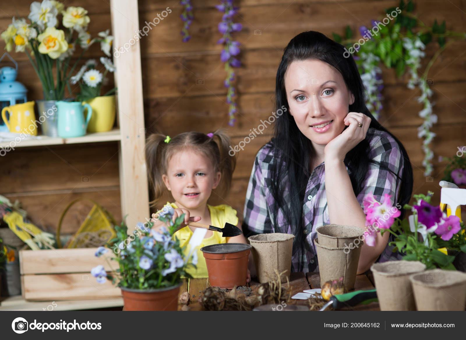 Мама малыш цветы