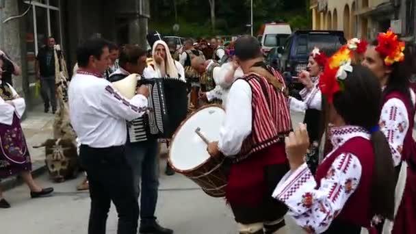 19. května 2018 Gabrovo, Bulharsko. Bulharský folklórní tance je ten, který zahrnuje různých etnik a národností. Tradiční karneval humor a satira.