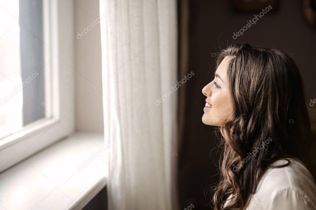 таллиннская фото девушки выглядывает с окна форточки меня есть