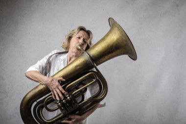 Woman play trumpet on the wall