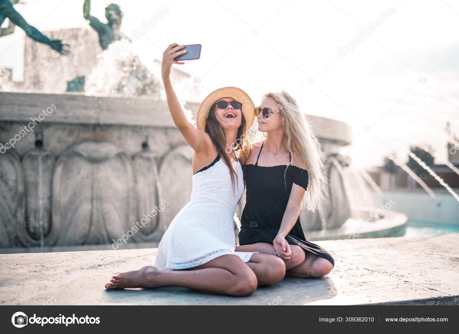 https://st4.depositphotos.com/1008939/30936/i/1600/depositphotos_309362010-stock-photo-two-girl-takes-selfie-city.jpg