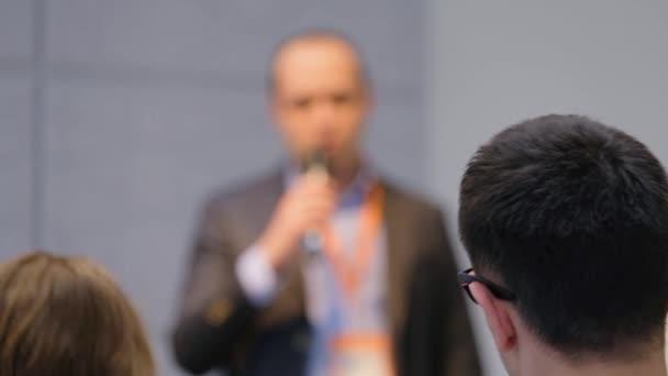 Publikum hört der Dozent an der Konferenz