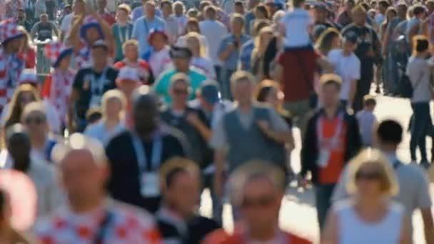 Sokaktaki insan kalabalığı.