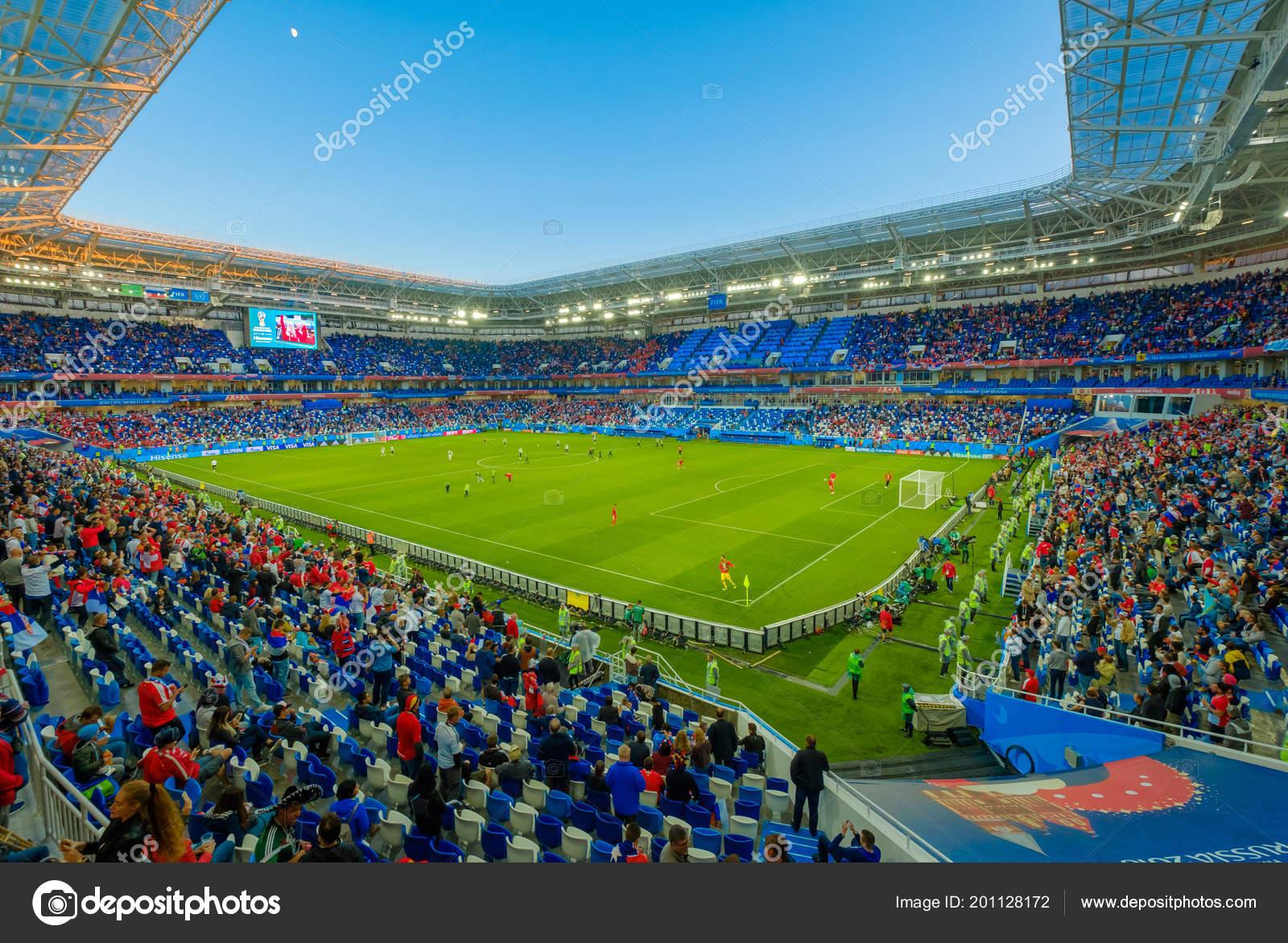 Fussball Fans Besuchen Stadion Kaliningrad Vor Spiel Zwischen