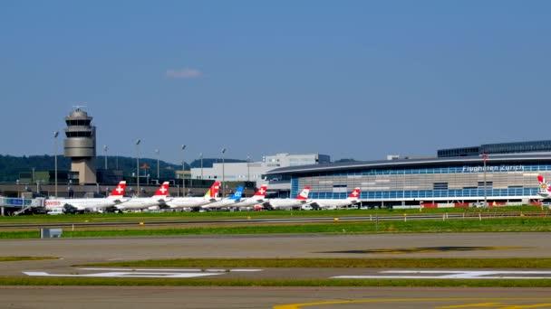 Zürcher Flughafenlandschaft bei Tag