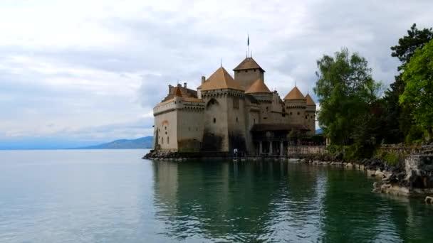 Montreux, Švýcarsko - 24. dubna 2018: Hrad Chillon exteriér v denní době