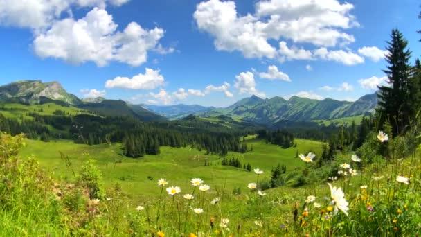 Letní čas horské panoramatické krajiny