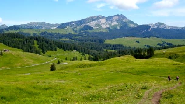 Letní čas horské přírody panoramatické krajiny, Švýcarsko