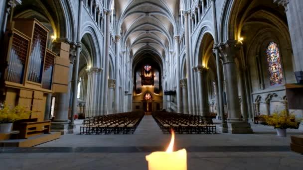 interiér katolické katedrály