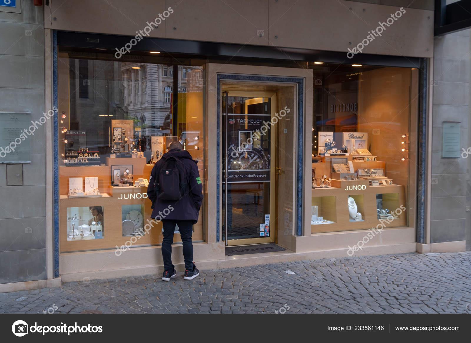 69bab334c886 Витрина швейцарские часы магазин – Стоковое редакционное фото ...