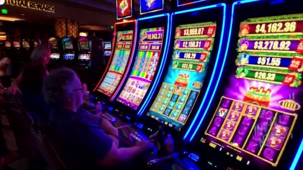 Lidé jsou hrací automaty Casino Mgm