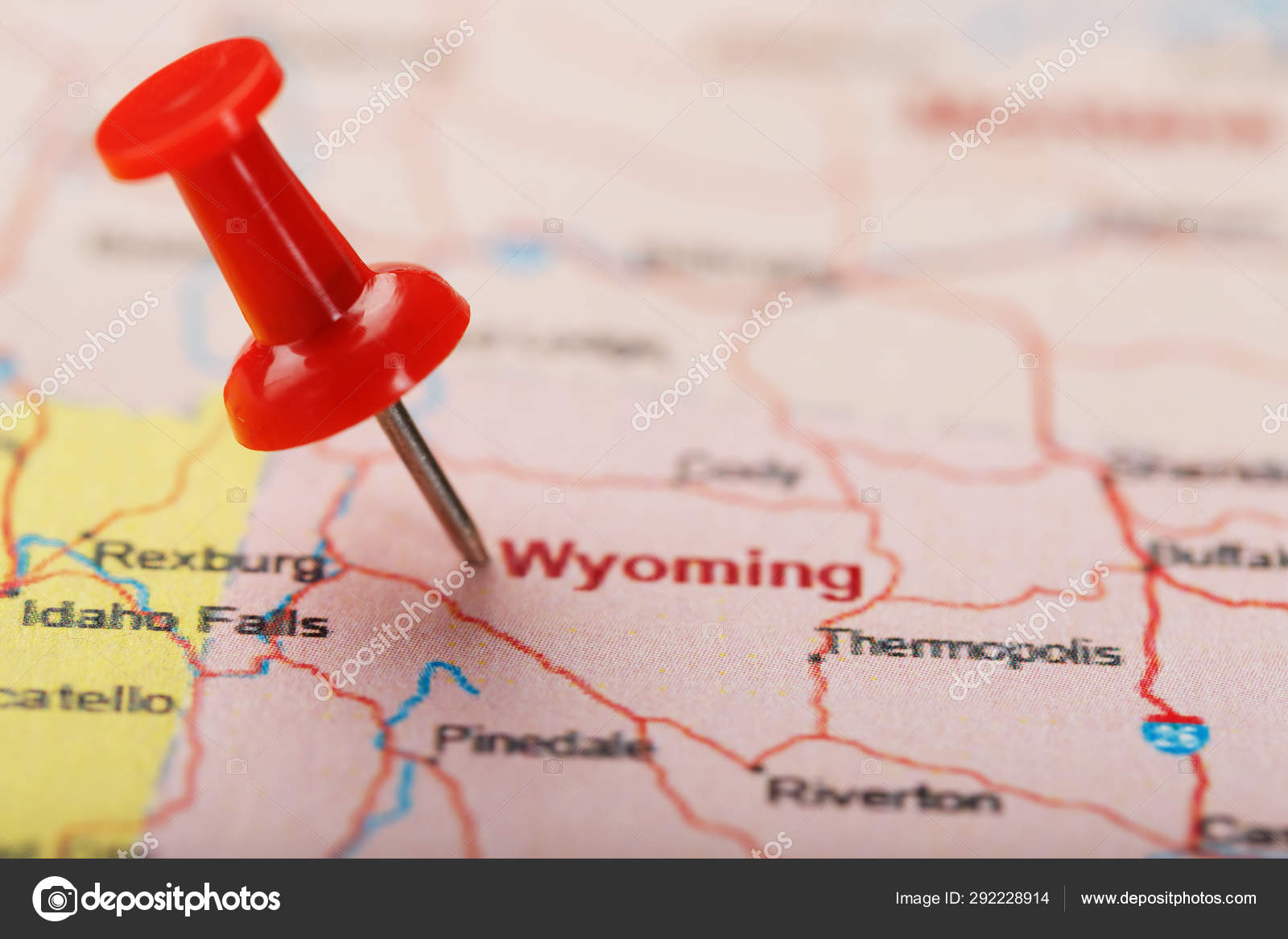 Red clerical needle on a map of USA, Wyoming and the capital ...