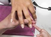 Fotografie Nagelpflege, Polieren und Lackieren