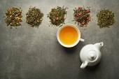 Csésze tea, száraz tea gyűjtése különböző típusú