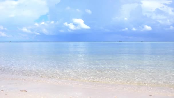 Amazing tropical beach. Ocean waves and cloudy sky background. White sand and crystal-blue sea. slow motion. 3840x2160, 4k