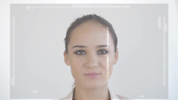 Futurisztikus és technológiai fürkésző, az arc, egy gyönyörű nő, arc-felismerés és a vizsgált személy. Példa a hozzáférés megtagadva. lassú mozgás. 3840 x 2160
