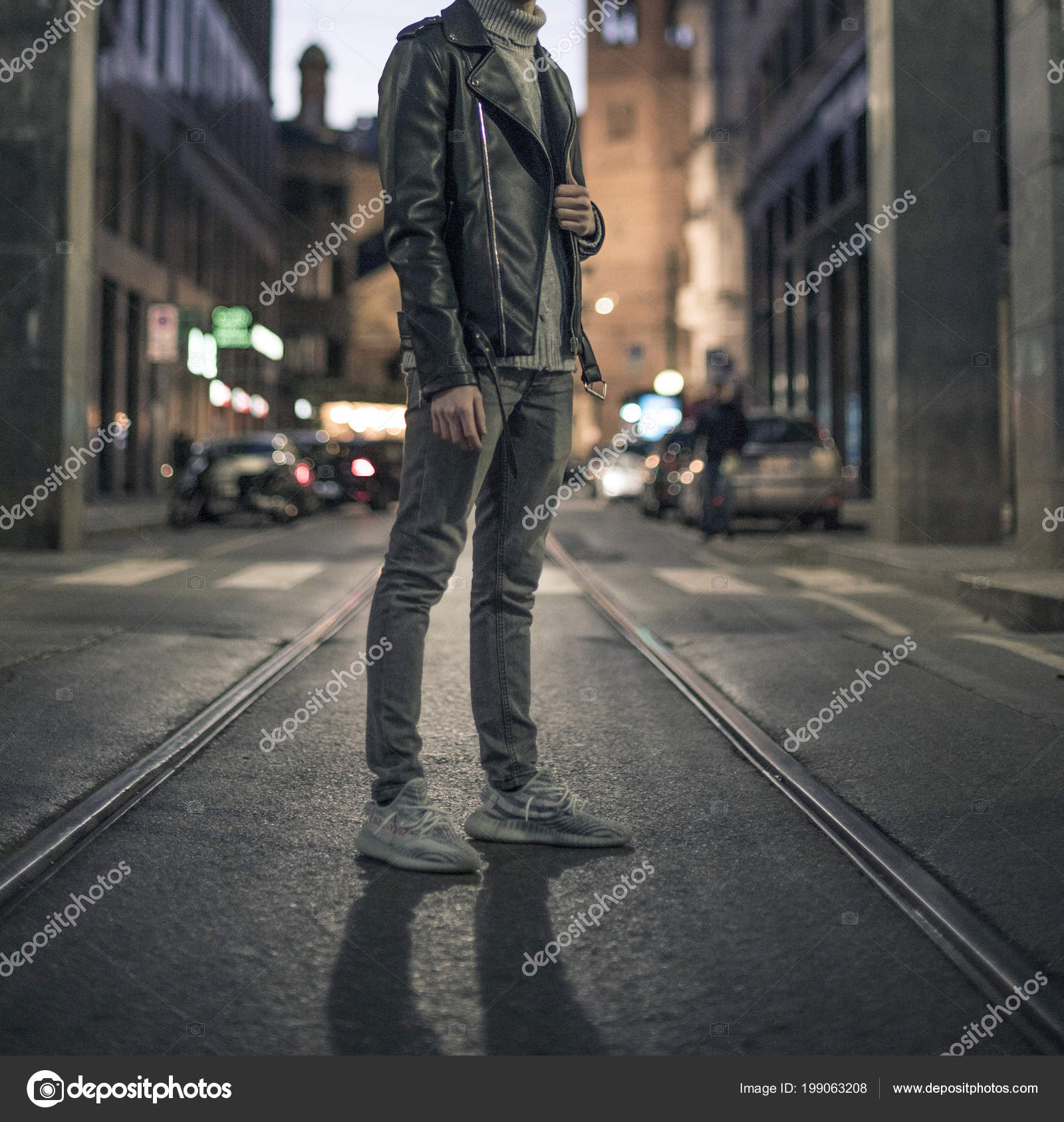 Mailand Italien Januar 2018 Mann Trägt Ein Paar Adidas Yeezy