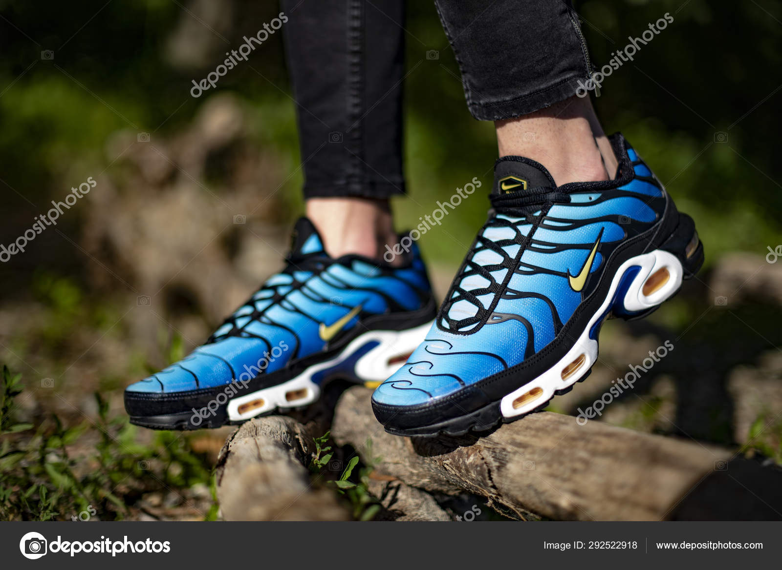 best website 6b1ec a09f3 Nike Air Max TN Hyperblue – Stock Editorial Photo © Albo73 ...