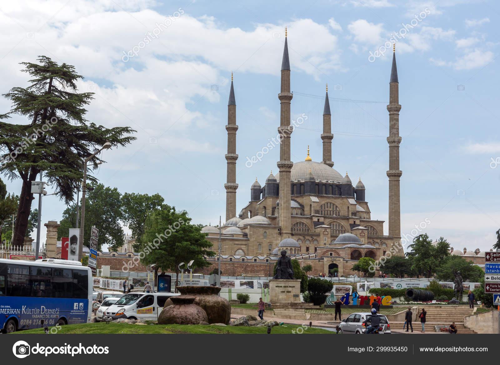 эдирне турция фото отель рядом с мечетью крид показал архивное