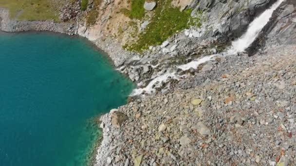 krásné horské jezero poblíž Matterhorn