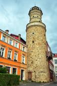 Středověká kamenná obranná věž v Jelenia Gora v Polsku