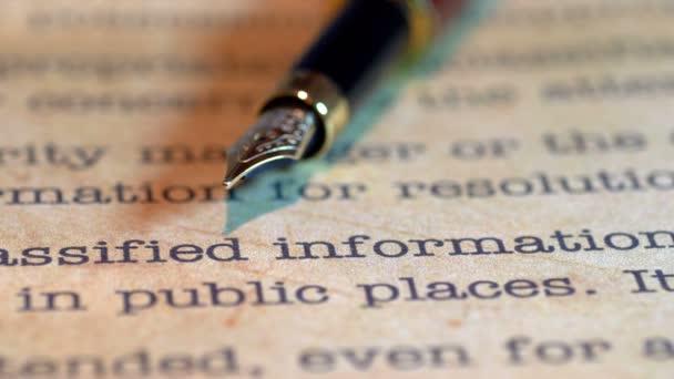 Penna di Fontana sul documento classificato top