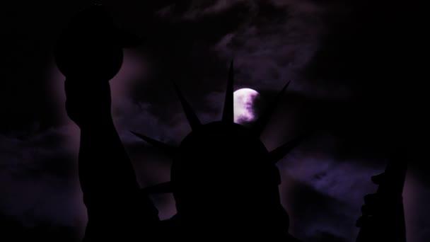 A Szabadság-szobor New York City ellen Hold, éjszaka