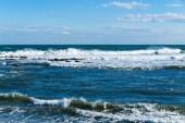 Výhled na oceán mořských vln