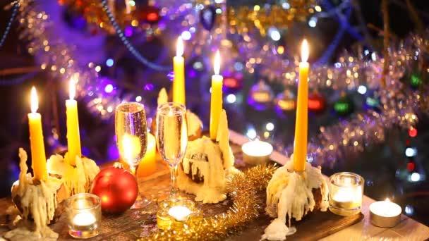 Kunst frohe Weihnachten und frohes neues Jahr mit Champagner und Kerzen