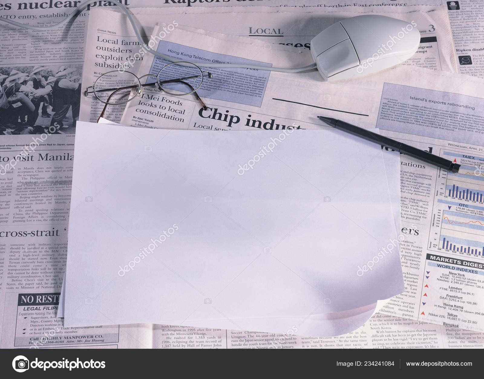 Close View Blank Sheet Paper Newspaper — Stock Photo