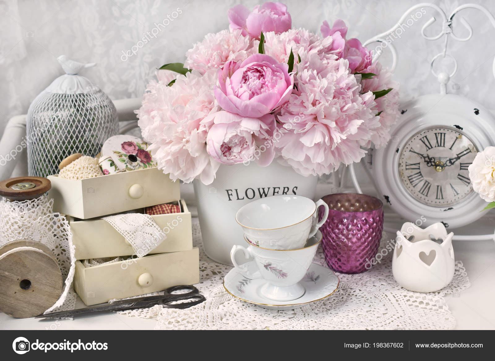 Bouquet Fleurs Pivoine Rose Dans Seau Métallique Intérieur Shabby ...