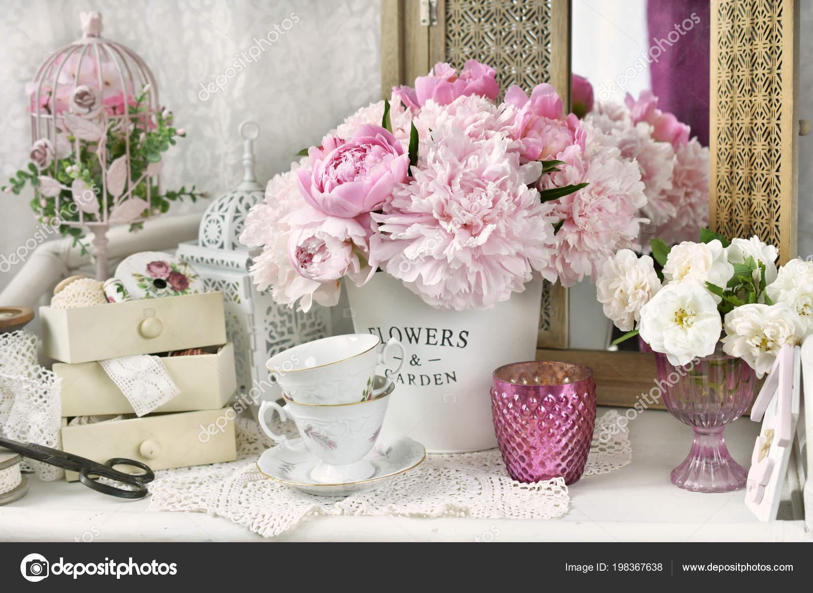 Mazzo Di Fiori Shabby.Bunch Pink Peony Flowers Metal Bucket Shabby Chic Style Interior