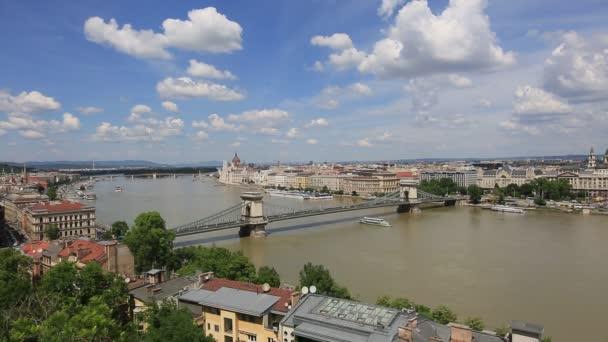 Gyönyörű, nyári kilátás Budapest városára és a Duna folyóra