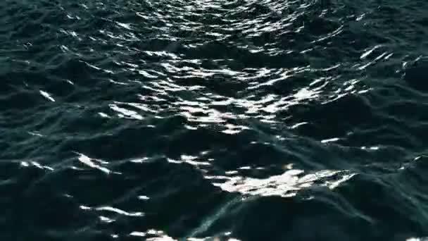 Mořské hladiny se velké vlny